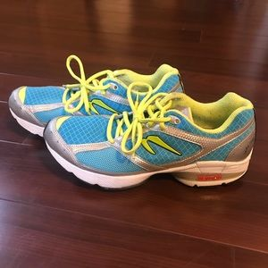 Newton Lady Isaac Womens Blue Yellow Shoes Size 9